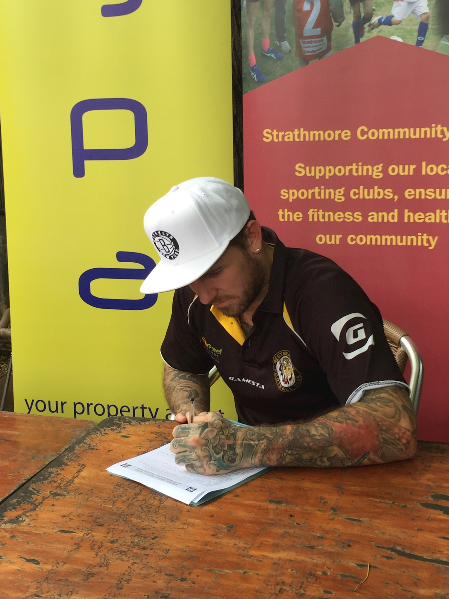 Swan and McKernan Sign for Westmeadows